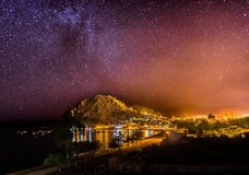 Nachtansicht spielt Mikly-Weise Copacabana Bolivien die Hauptrolle stockfoto