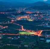Nachtansicht vom Auge des Vogels der Stadt Bagheria Stockbild