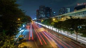 Nachtansicht von Bangkok mit Verkehrsspuren Lizenzfreies Stockbild