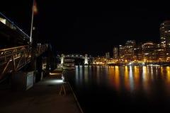 Nachtansicht von Burrard-Br?cke stockbilder