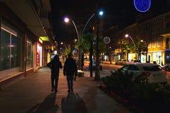 Nachtansicht von Corso Umberto I, Civitanova Marken, Italien Lizenzfreie Stockfotos