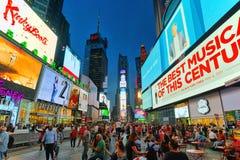 Nachtansicht von den Zeiten Quadrat-zentral und Hauptplatz von New York lizenzfreie stockfotos