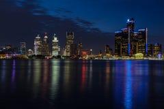 Nachtansicht von Detroit Stockbilder