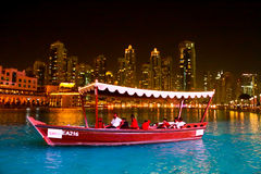 Nachtansicht von Dubai-Mall Lizenzfreie Stockbilder