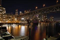 Nachtansicht von Granville-Br?cke lizenzfreie stockbilder