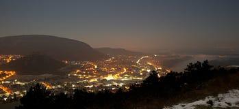 Nachtansicht von Hainburg ein der Donau stockfotos
