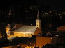 Nachtansicht von im Stadtzentrum gelegenem Jesenik stockbilder