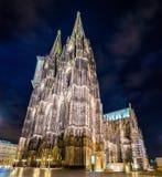 Nachtansicht von Köln-Kathedrale - Deutschland Stockbilder