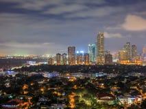 Nachtansicht von Makati, Philippinen lizenzfreies stockfoto