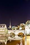 Nachtansicht von Neumunster in Luxemburg stockbild