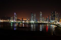 Nachtansicht von Panama-Stadt, Panama stockbild