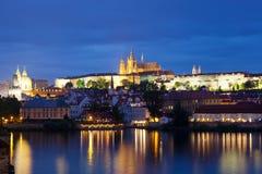 Nachtansicht von Prag lizenzfreie stockbilder