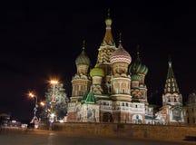 Nachtansicht von St. Basil Cathedral in Moskau Stockfotos