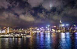 Nachtansicht von Victoria Harbour, Hong Kong Stockfotografie