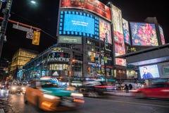 Nachtansicht von Yonge-Dundasquadrat stockfotografie
