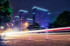 Nachtansichtverkehr im Stadtzentrum Stockfoto