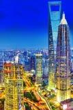 Nachtansichtwolkenkratzer, Stadtgebäude von Pudong, Shanghai, China Stockfotografie