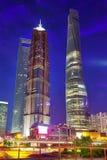Nachtansichtwolkenkratzer, Stadtgebäude von Pudong, Shanghai, China Stockbilder