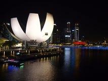 Nachtaufnahme der Hafenansicht Marina Bay Sandss in Singapur Lizenzfreie Stockbilder