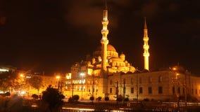 Nachtaufnahme der neuen Moschee, Istanbul, die Türkei Stockfoto