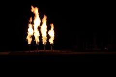 Nachtaufnahme der Viererkabel-Gasfackel Stockbilder