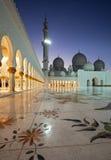 Nachtaufnahme von Abu Dhabi Sheikh Zayed Mosque Stockbild