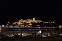 Nachtaufnahme von Buda-Schloss gelegen in Budapest stockbild