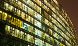 Nachtbürohaus Stockbild