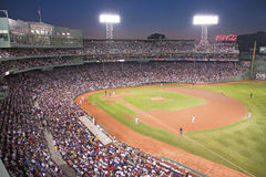 Nachtbaseball am Fenway Park lizenzfreie stockfotos