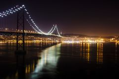 Nachtbeeld van brug royalty-vrije stock foto's