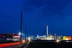 Nachtbeeld van chemische installatie Stock Foto's