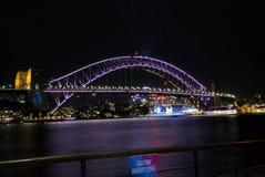Nachtbeeld van Sydney Harbour Bridge in Australië Royalty-vrije Stock Foto