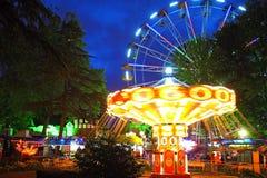 Nachtbeleuchtung im Park Stadt Rivieras, Sochi Lizenzfreie Stockfotografie