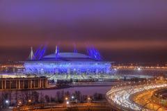 Nachtbeleuchtung, Stadion mit 2018 Weltcupen in St Petersburg, Ru Stockfoto