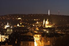 Nachtbild des alten Teils von Prag, Kapitol der Tschechischen Republik Vierteln Sie angerufene Smallseite unter Prag-Schloss und  Stockbild