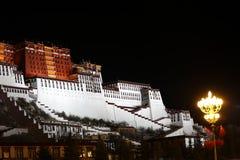 Nachtblik van Potala-Paleis Royalty-vrije Stock Foto's