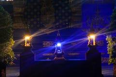 Nachtblitz in Wat Rong Suea Ten Blue-Tempel stupa Lizenzfreies Stockbild