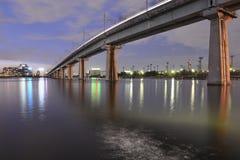 Nachtbrücke stockbilder