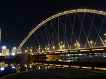 Nachtbrücke in Astana lizenzfreie stockfotos