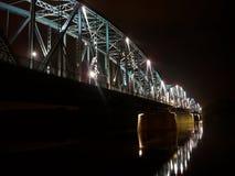 Nachtbrücke - Torun stockfotos