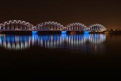 Nachtbrug in Riga Stock Afbeelding