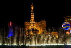 Nachtbrunnenerscheinen von Vegas lizenzfreies stockbild