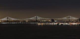 Nachtbucht-Brücke Lizenzfreie Stockfotos