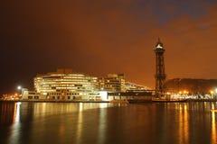 Nachtcityscape, bureaugebouwen en flats in Barcelona S Royalty-vrije Stock Foto's