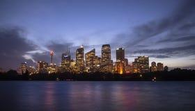 Nachtcityscape het staat kapitaal van van Sydney, van Nieuw Zuid-Wales Stock Foto
