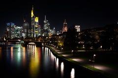 Nachtcityscape van Frankfurt Royalty-vrije Stock Fotografie