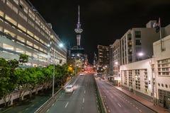 Nachtcityscape van Hobson-Straat, dichtbij Viaducthaven, Auc Stock Foto
