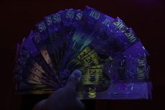 Nachtcontant geld Royalty-vrije Stock Foto's