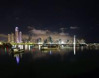 Nachtdaling van de Stad van Panama, Panama Royalty-vrije Stock Afbeeldingen