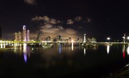 Nachtdaling van de Stad van Panama, Panama Stock Foto
